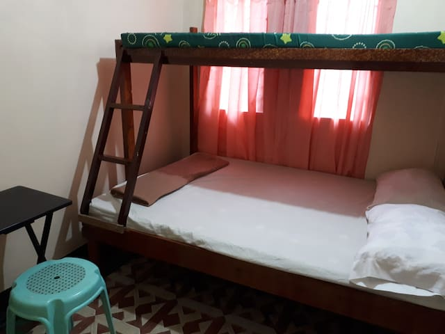 Cheap Transient Room in a Nice Location Rm 9