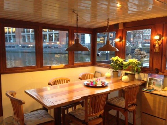 Houseboat 'Mercurius'
