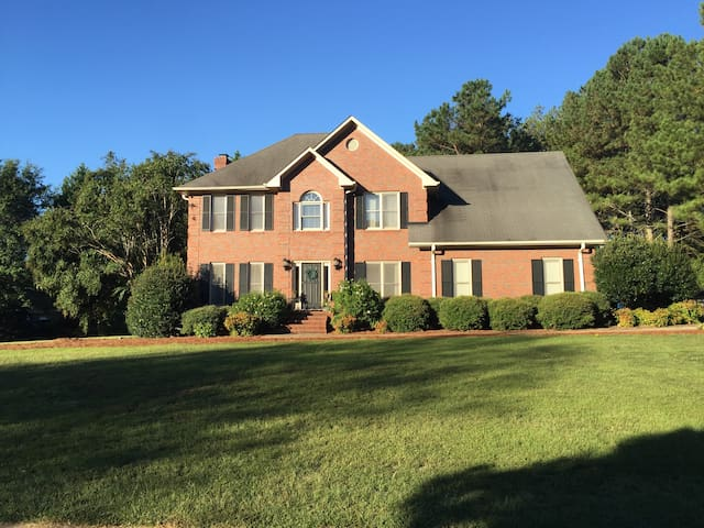 Spacious 4 BR house 8 miles from Sanford Stadium - Watkinsville - Talo