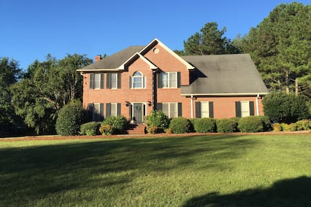 Spacious 4 BR house 8 miles from Sanford Stadium - Watkinsville - Haus