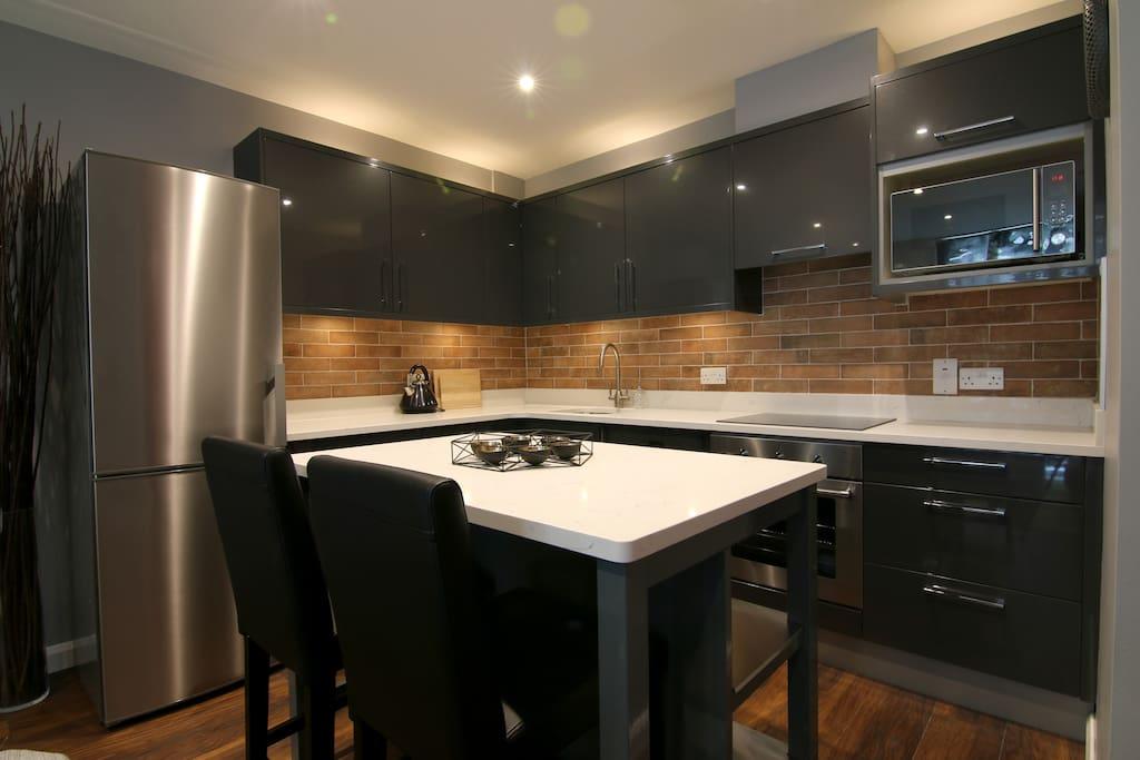 Quartz counter kitchen