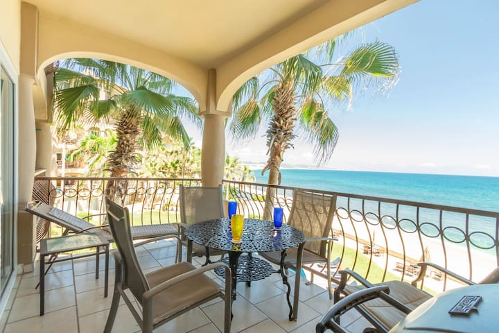 ❤Waves For Days Stylish Surf Condo! Beachfront!