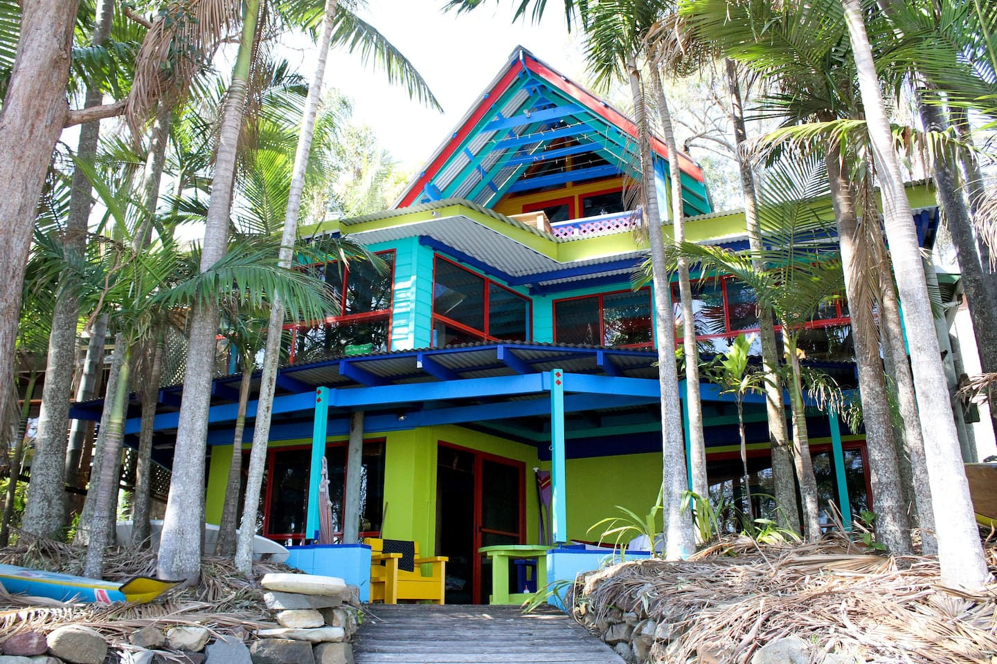 South Seas apt downstairs..35 steps from the waters edge !