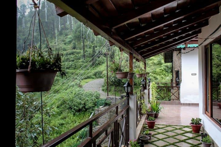 The Perch Villa - A Sunrise Villa, Atop a Valley