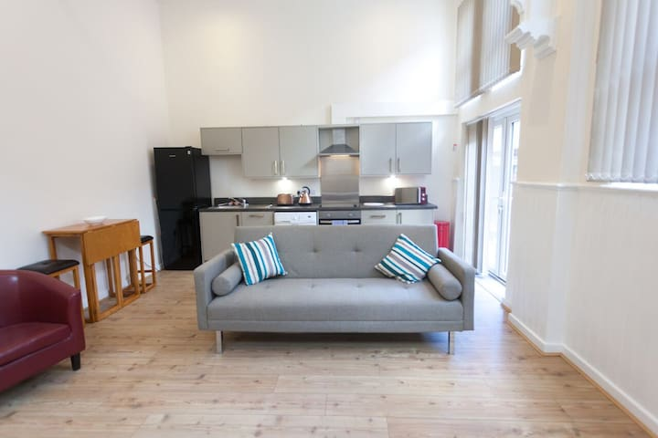 Spacious 1 bed serviced apartment #04