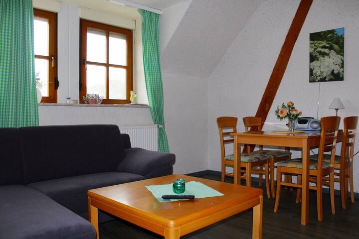 Elgersheimer Hof (Volkach), Ferienwohnung Hollerbusch mit Blick ins Grüne