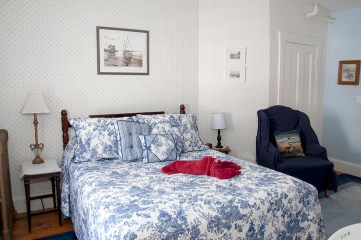 Clover Room - Freeport - Bed & Breakfast