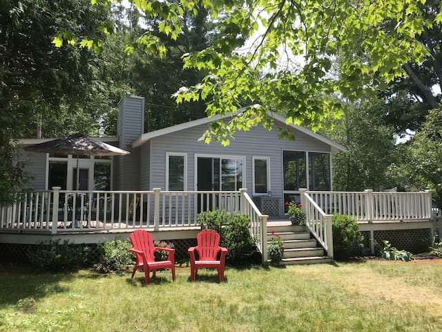 Nice Petoskey, MI lakefront cottage - Crooked Lake - Petoskey - House