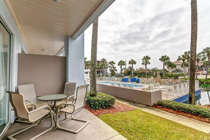 Open, airy condo - w/shared hot tub, pool, and tennis - walk to entertainment!