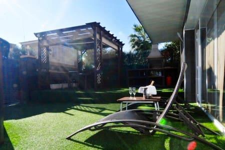 Ariadna casa con piscina - Pineda de Mar