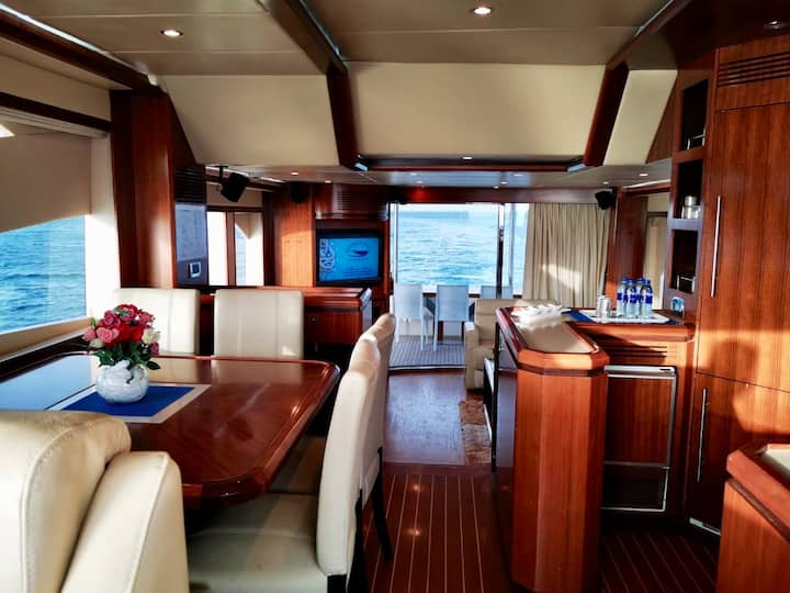 Luxurious majesty 63ft with an amazing location