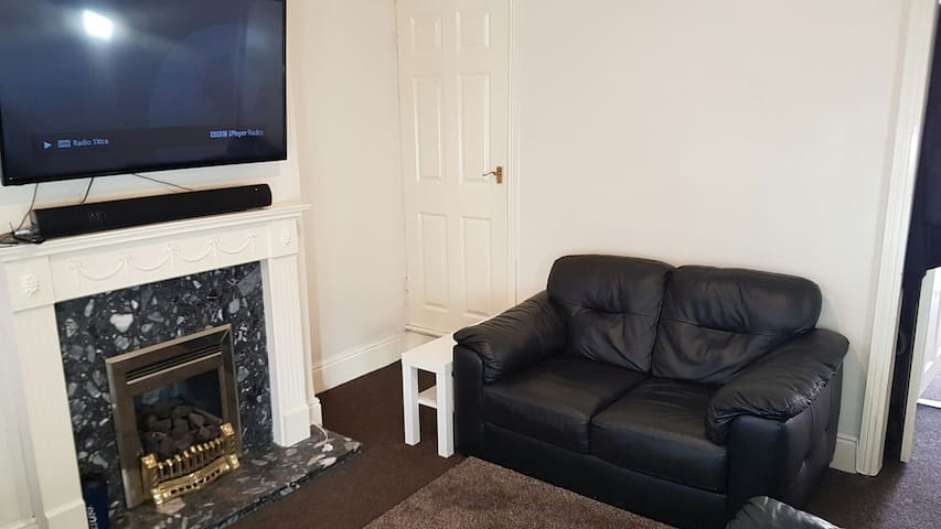 CityCentre/Uni. Clean & Cosy. Breakfast & RoomLock - Coventry - Talo