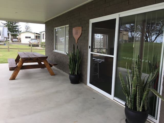 Ground level beachfront unit. - Woolgoolga