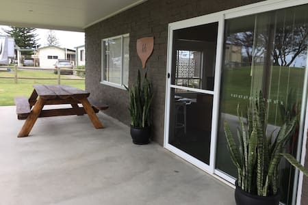 Ground level beachfront unit. - Woolgoolga - Apartmen