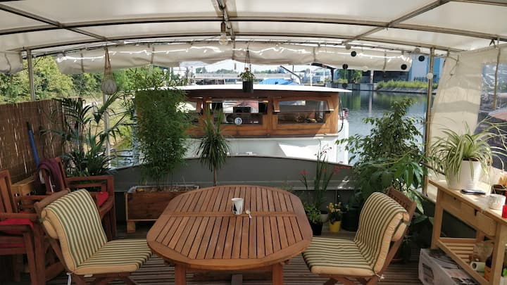 Captain's cabin: Cosy flat on a house boat