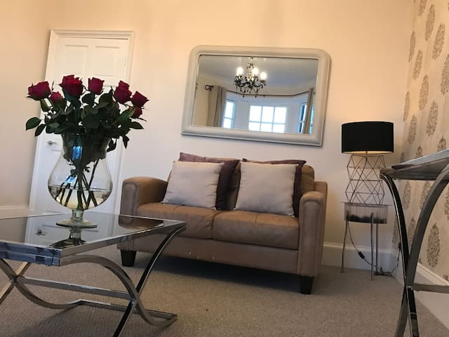 Town Centre 2 Bedrooms Flat - Prestwick - Appartement