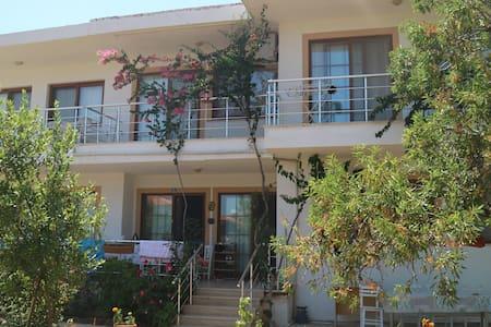 Palamutbükü (Datça) bahçeli, balkonlu daire
