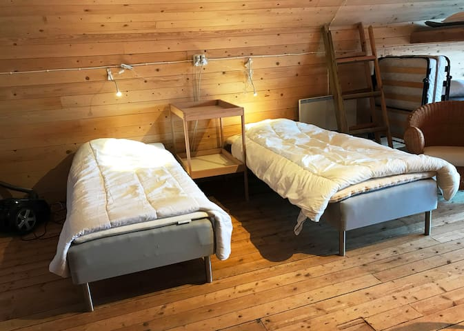 Own cozy loft, stay on the horse farm! - Örebro V - Loft