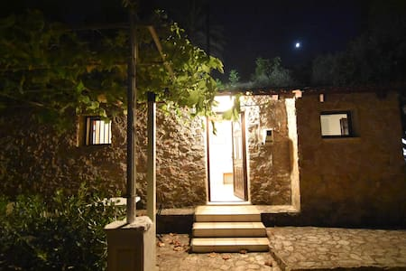 Live in an authentic Zakynthian house - Planos