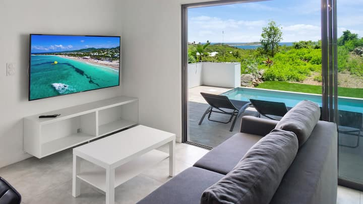 2 bedrooms apartment Orient Bay,  sea view & pool