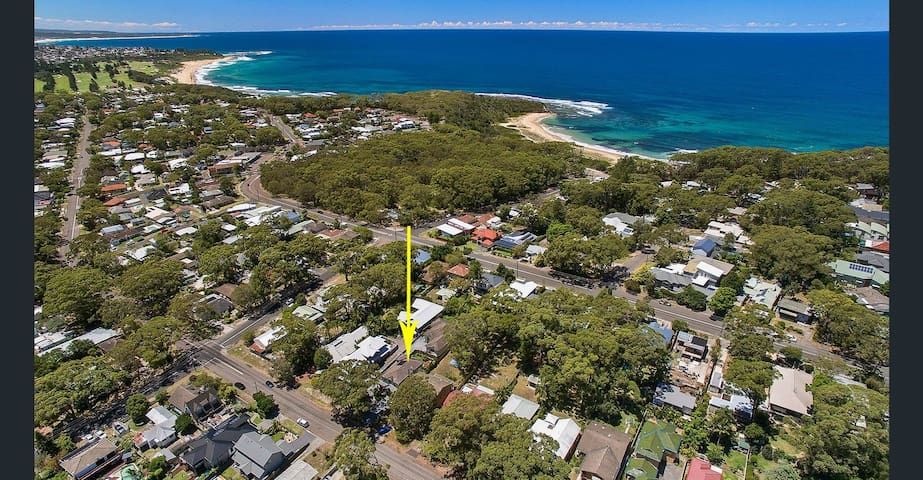 4 Bedroom House. Walk to tranquil Bateau Bay Beach