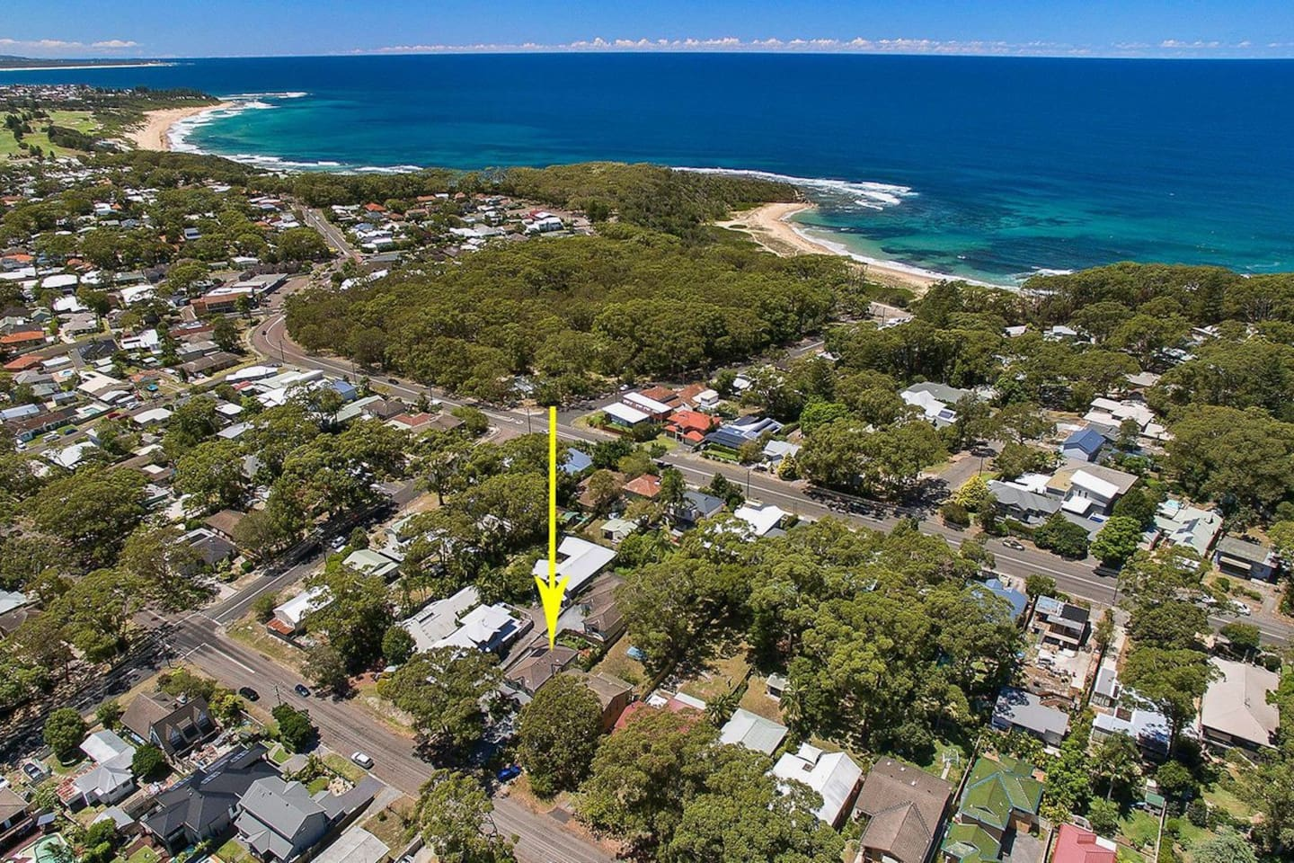 300 metre walk to Bateau Bay and Wyrrabalong National park. 200 metres to restaurants and cafe