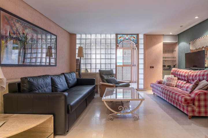 Spacious apartment with Jacuzzi - Madrid Atocha