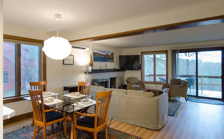 Pet Friendly Newly Renovated 2 Bedroom with full A/C, Close to Quechee Amenities