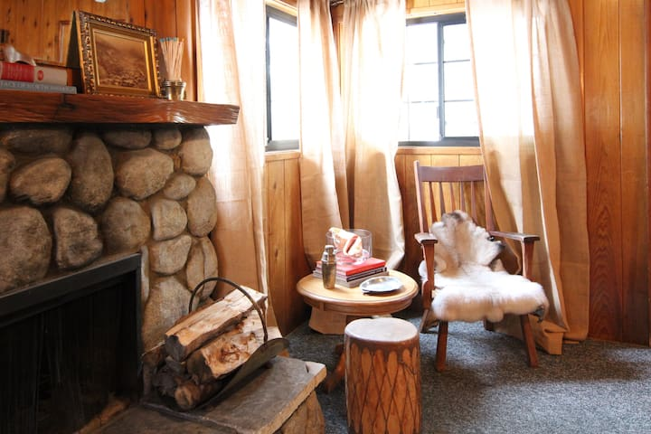 Blue Jay - Pet Friendly- The Fireside Inn