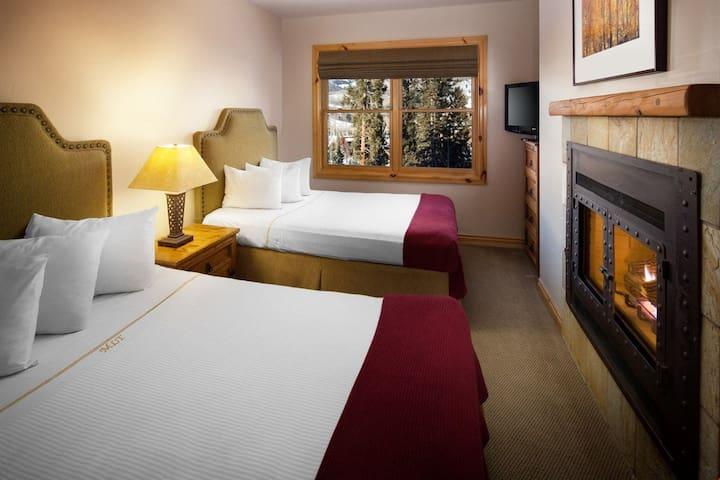 Excellent Value!! SLOPESIDE SKI-IN Wooden Suite for a Romantic Getaway