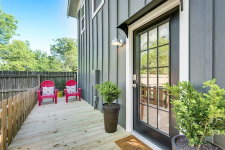 Brand New Guest House in Historic Downtown