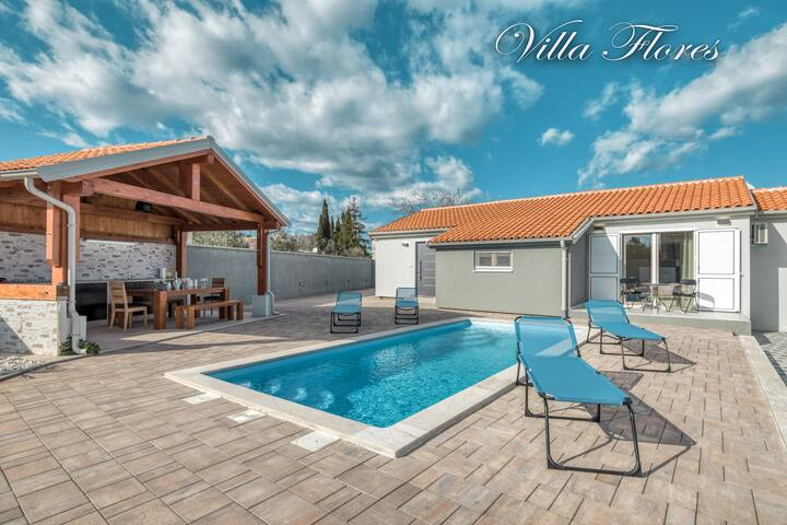 Villa Flores with pool