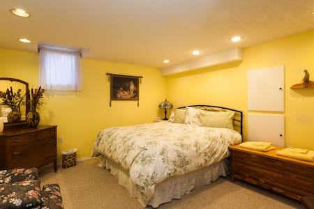 Holley Lane Bed and Breakfast - Sparwood - Bed & Breakfast