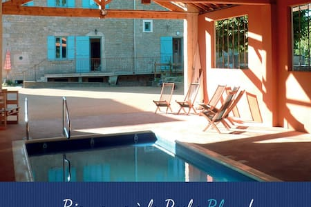 Grande maison familiale avec jardin clos - La Roche-Vineuse