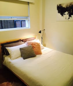 Private room in awesome location! - Huoneisto