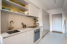 Fully equipped kitchen with hob, dishwasher and oven