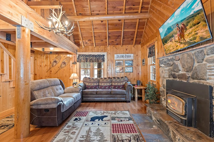 KABINO: New! Clean~Yellowstone~Fishing~Trails~Fire Pit~Free WIFI~ATV/Sled/Snow Friendly