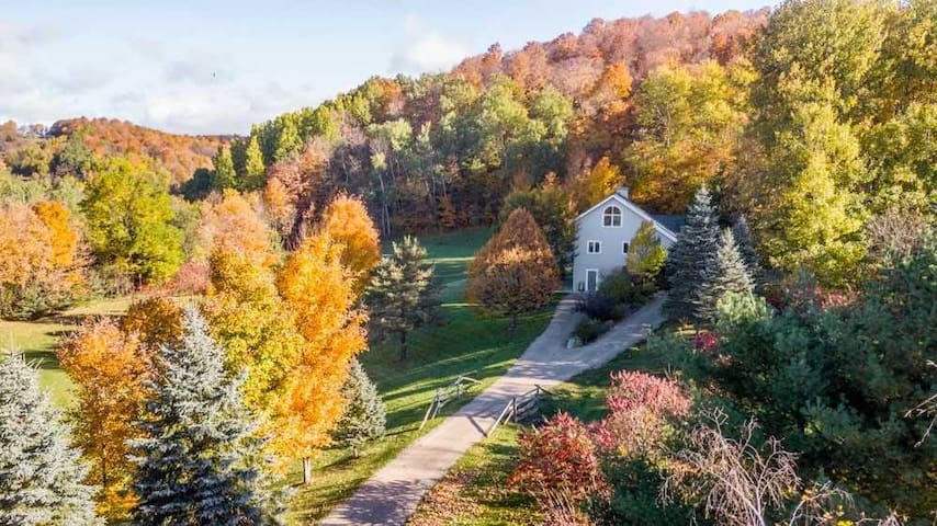 Beautiful house on 4 acres outside of Creemore