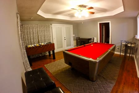Large House with Pool Table, Foosball, Ping Pong