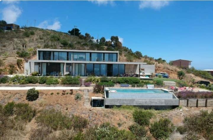 Espectacular casa con increible vista de Zapallar.
