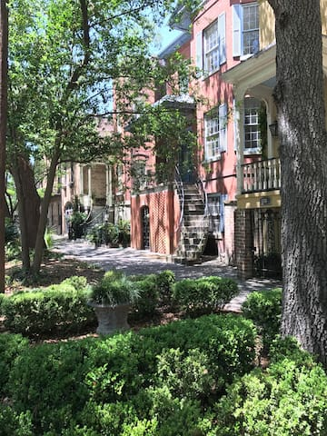 Historic Savannah Garden Apartment 310