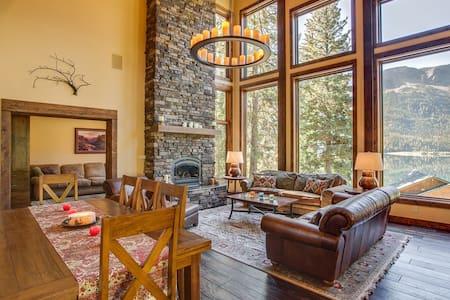 Mountain View Lodge/ B&B -Mountain Room (w/kayaks)