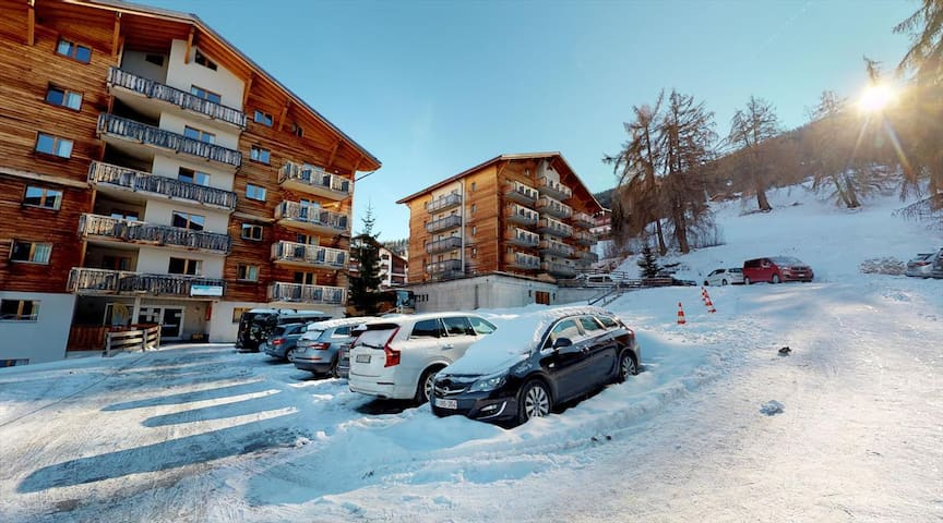 1 Bedroom apartment for 4 people 34m², situated on the piste and 150m from the resort centre.