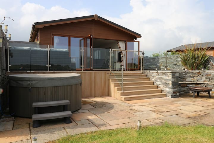 Luxury Lodge,Hot Tub with Sea & Mountain Views