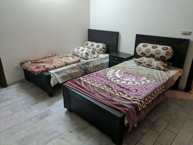 Double Room with Car Parking - Lahore - Haus