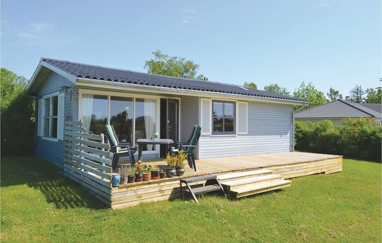 Holiday cottage with 2 bedrooms on 53m² in Rønde