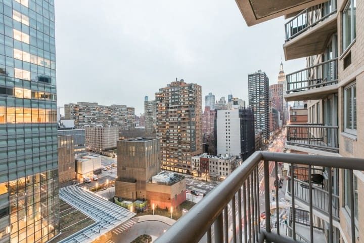 spectacular view 1bed/1bath with private balcony