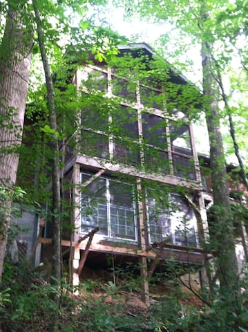 River Retreat on 16 acres Athens - Comer - Hus