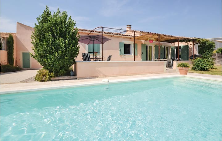 Beautiful home in Maubec with WiFi and 4 Bedrooms