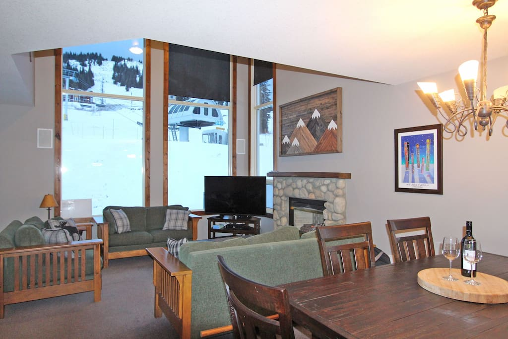 Floor to ceiling windows will make you feel like you are still on the slopes